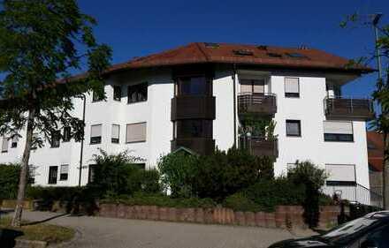 Gepflegte 3-Zimmer-Maisonette-Wohnung mit Doppelgarage, Balkon und EBK in Leonberg
