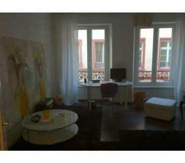 Mitten in der Altstadt: Helles Zimmer in wunderschön saniertem Altbau