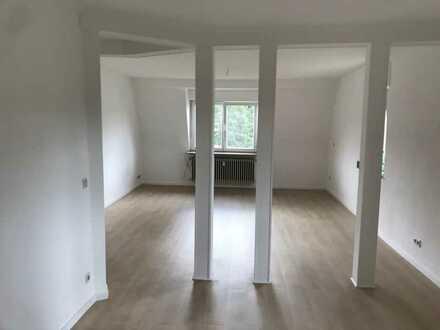 Sehr schöne, komplett renovierte, geräumige drei Zimmer Wohnung in Baden-Baden, Oos