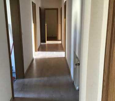 Erstbezug nach Sanierung mit Balkon: schöne 4-Zimmer-Erdgeschosswohnung in Großmehring
