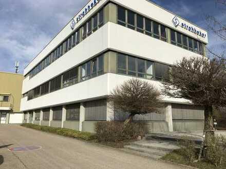 Im Gewerbegebiet in Huchenfeld befindet sich dieser schöne und helle Büroraum