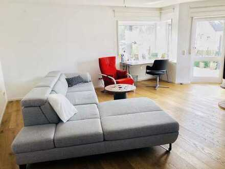 Attraktiv ~ Sonnig ~ Gepflegt ~~ Singlewohnung mit separatem Eingang und großer Terrasse sucht ...