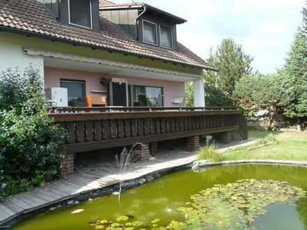 großzügige Wohnung im Zweifamilienhaus mit Garten, Terrasse, Garagen und Sauna