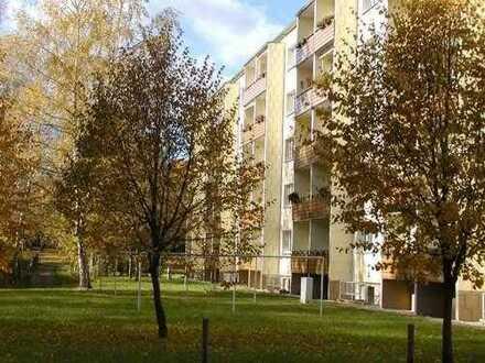 2-RW mit Dusche im EG und Südbalkon in zentraler Lage in Hermsdorf