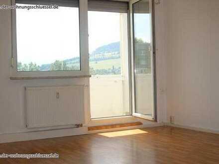 Sonnige 4-Raum-Wohnung in Annaberg mit Balkon und Wannenbad