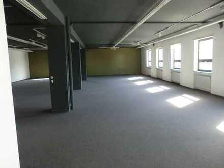 Schöne große Gewerbeeinheit (Büro, Showroom, Ausstellungsfläche etc.) in Unterhaching