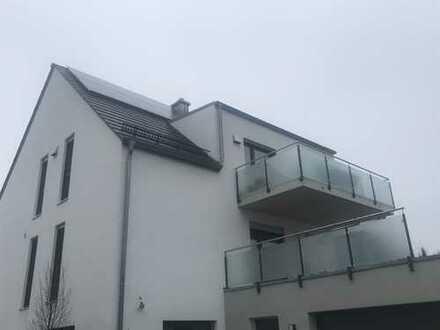 Neuwertige 3-Zimmer-DG-Wohnung mit großem Balkon in der Mitte von Reichertshofen