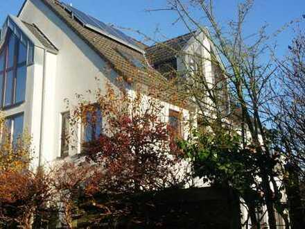 Wunderschöne Maisonette-Wohnung in gepflegtem Zwei-Familienhaus!