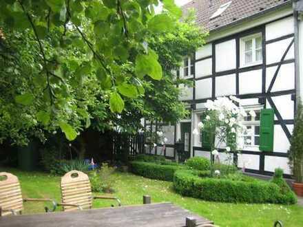 Fachwerkhaus in Essen Kettwig vor der Brücke