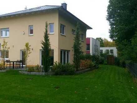 Großzügige, geräumige Stadtvilla mit sechs Zimmern in Berlin, Kladow (Spandau)