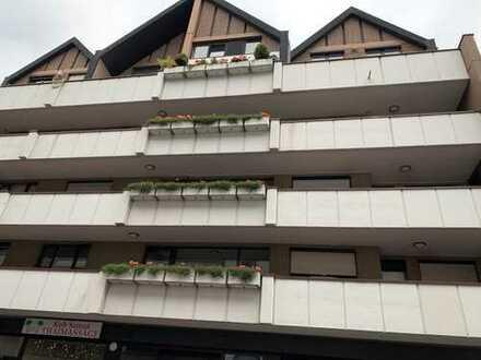 Helle 4-Zi. Maisonette-Wohnung in Stadtmitte auf 2 Etagen mit 2 Bäder, Balkon und Stellplatz