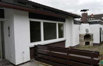 N-Weiherhaus - gepfl., sehr gut geschnittener Winkelbungalow mit Garage und großem Garten