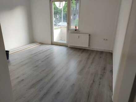 Vollständig renovierte 2 Zimmer K/D/B-Wohnung mit Balkon in Essen, nähe CentrO-Oberhausen