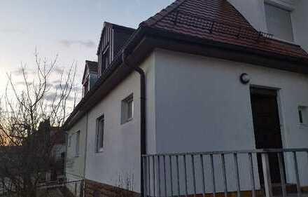 Möbliert und Zentral in Zuffenhausen/ Feuerbach: 15 min zum Hauptbahnhof - kostenlos Internet, Wasch