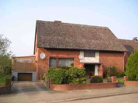 gepflegtes Zweifamilienhaus mit Garage am Stadtrand