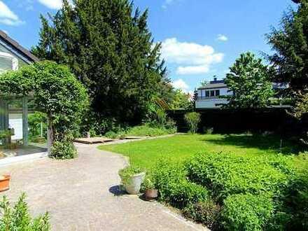 Zink Immobilien: 1-2 Familienhaus mit Wintergarten, Balkon und Garage auf Erbpachtgrundstück