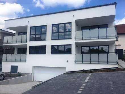 Zentral in der Ortsmitte, Neuwertige 3- Zimmer Wohnung mit Einbauküche und Balkon