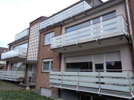 Schöne 2-Zimmer Wohnung mit Balkon und Echtholzparkett im Wohnzimmer in Büderich