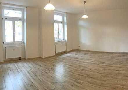 6008 - Renovierte 1,5 Zimmerwohnung mit Stellplatz nähe Scheck-In Center!
