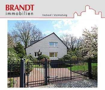 Großes Einfamilienhaus in sehr ruhiger Lage mit Balkon, Terrasse, Garten, Garage für max. 3 Jahre