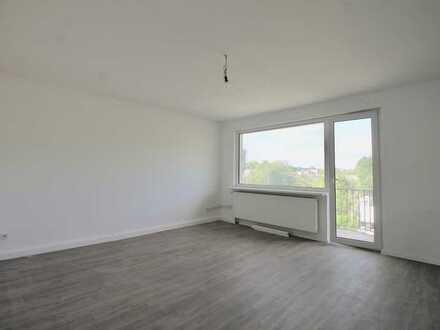 Komplett renovierte 2 Zimmer Mietwohnung mit kleinem Balkon!
