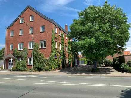 Bürohaus im Ort ca. 523 qm und Lagergebäude ca. 416 qm zur Weiternutzung oder Umbau zu Wohnzwecken