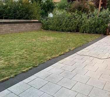 VIERNHEIM - Kernsanierte Wohnung mit Garten zur Alleinnutzung!