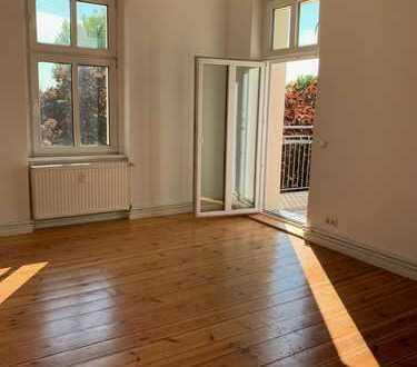 Hochwertig sanierte 3- Zimmer- Wohnung mit Balkon im kernsanierten Altbau