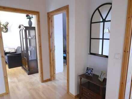 Modernisierte 3,5 Zimmer DG-Wohnung in ruhiger Lage