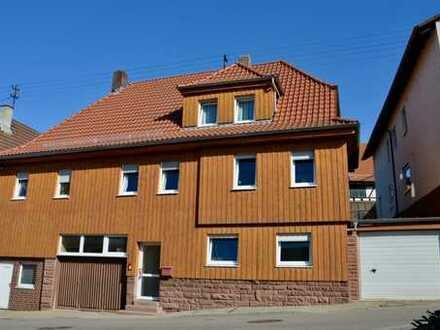 Großzügig geschnittene 4-Zimmer Wohnung in einem Zweifamilienhaus in Birkenfeld-Gräfenhausen