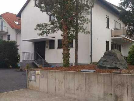 Vollständig renovierte Doppelhaushälfte mit sechs Zimmern und EBK in Bischofsheim