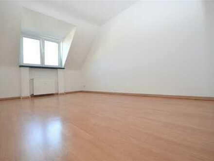 Schicke, kleine 3 Zimmer-Wohnung, perfekt auch als WG !