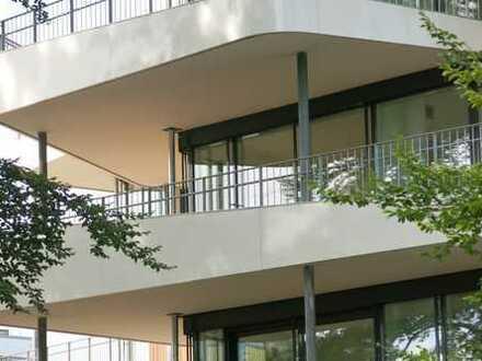 ERSTBEZUG - lichtdurchflutete 3 Zi-Parkwohnung mit großem Balkon