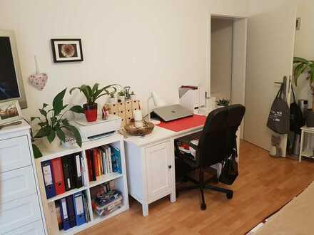Schönes Zimmer (14 qm) mot eigenem Badezimmer, Terrasse und Garten