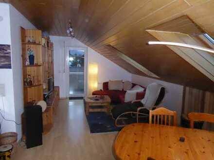 Gepflegte 3-Zimmer-DG-Wohnung mit Balkon und EBK in Bad Emstal - Sand