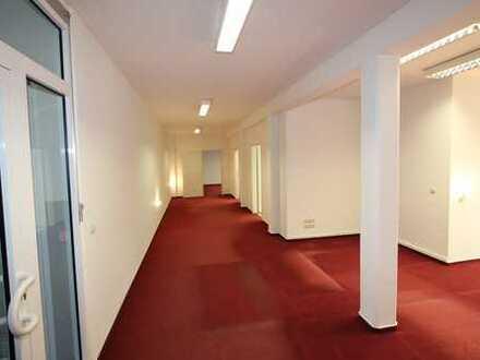 schöne, zentral gelegene Büro- und Praxisräume, barrierefrei zu erreichen, unmittelbar am Marktplatz