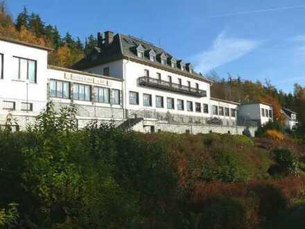 Hotelkomplex mit Seeblick in ruhiger Lage mit 80 Betten ca 21.000 m² betriebsbereit