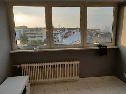 Modernisierte 2-Zimmer-Wohnung mit Einbauküche in Frankfurt am Main