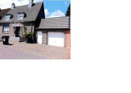 -ZWANG- gepflegtes Einfamilienhaus als Doppelhaushälfte mit Anbau, Garage und Abstellraum in Bott...