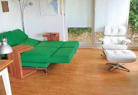 2-Zimmer-Apartment mit Hang zum Tal und sehr gutem Geschmack - gr. Dachterrasse mit tollem Blick..