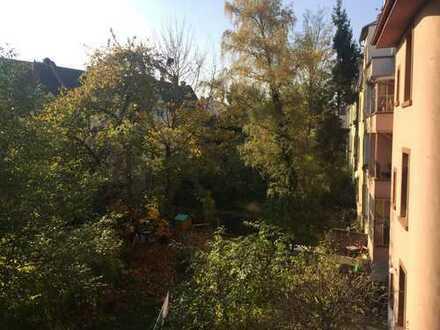 Zimmer in 2er WG frei - Hell und gemütlich in Frankfurts bester Lage - mit Balkon