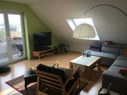 Schöne 3-Zimmer-DG-Maisonette-Wohnung mit Balkon und EBK in Kleinostheim