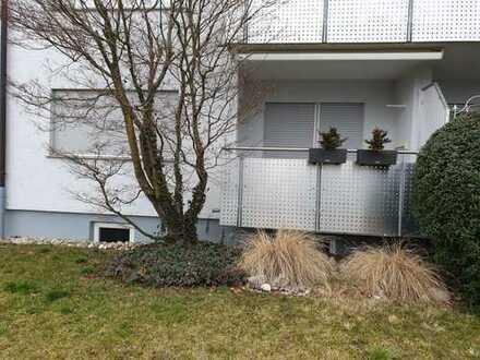 Schöne helle Wohnung mit drei Zimmern sowie Balkon und EBK in Ludwigsburg Pflugfelden