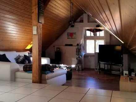 2,5 Zimmer-Dachstudiowohnung mit Loggia
