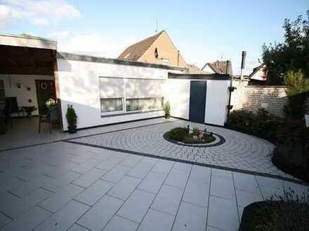 Einfamilienhaus mit Doppelgarage auf einer Ebene, die Alternative zur Eigentumswohnung