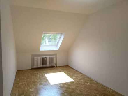 Top-Lage Südinnenstadt/Altenbochum: Renovierte helle DG-Wohnung mit Parkett