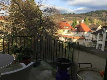 Suche Mitbewohnerin oder Mitbewohner für schöne Dachgeschosswohnung mit Balkon