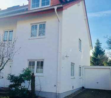 Sehr ansprechende Doppelhaushälfte in Schwetzingen Schälzig