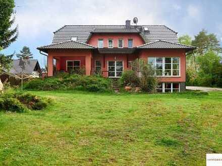 IMMOBERLIN: Traumlage direkt am Wasser: Anwesen mit großartigem Einfamilienhaus