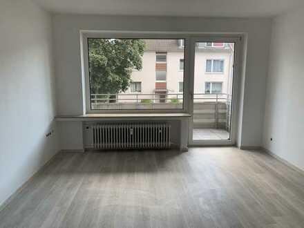 Frisch sanierte 2 Zimmer Single Wohnung mit Balkon ab dem 01.07.2021 frei!